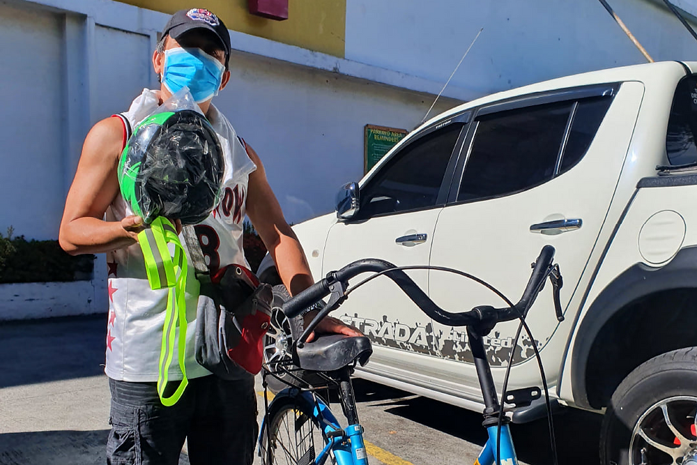 Melvin is a 47 year-old family driver in Muntinlupa City. He is a father of a child who is currently undergoing chemotherapy. Due to the pandemic, he walks 4.2 kilometers everyday to make ends meet.