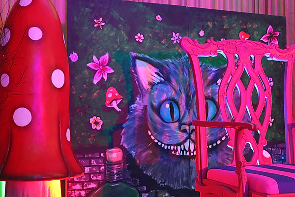 Alice in wonderland themed backdrops for hire. Hire cheshire cat props for your events, trade shows and parties.