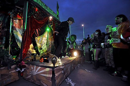Freak shows and circus acts for carnivals and circus events.
