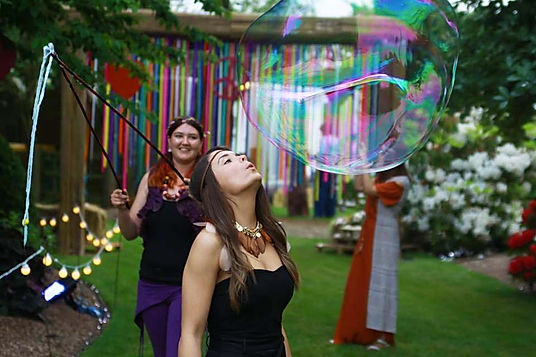 bubble artists for hire for family fun days. Hire our bubble artists for parties and weddings in the UK.
