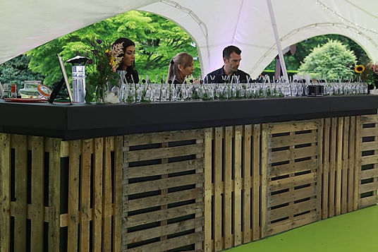 Wooden pallet bars for parties and events. Hire our rustic bars as decor for your next event.