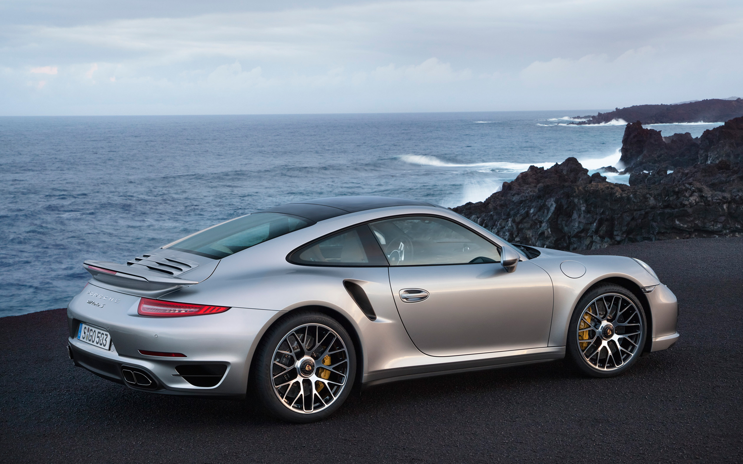 2014-Porsche-911-Turbo-S-rear-three-quarters