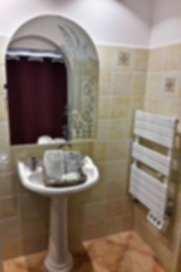 Salle de bain spacieuse, Chambres d'Hôtes La Pierre Pointue, Saint Léons, Aveyron