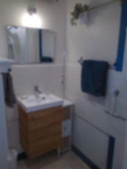 Salle de bain spacieuse, confort moderne, Chambres d'Hôtes La Pierre Pointue, Saint Léons, Aveyron