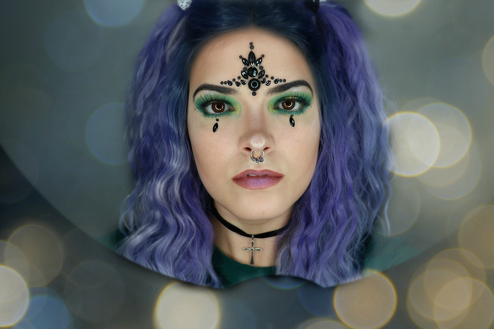 #makeup #purpleisweird #eyeshadow #facejewels #greenmakeup #beauty #look
