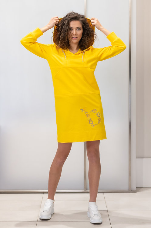 Teplákové šaty Beata Rajska s kapucí a výšivkou