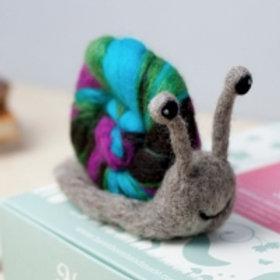 Snail needlefelting kit