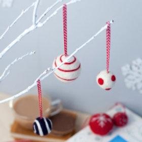 Christmas Baubles needlefelting kit