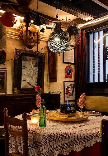 Foto de la mesa junto a la ventana