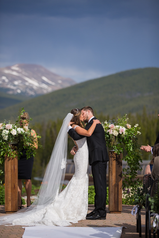 Breckenridge Wedding Ceremony, First Kiss, Ten Mile Station Wedding