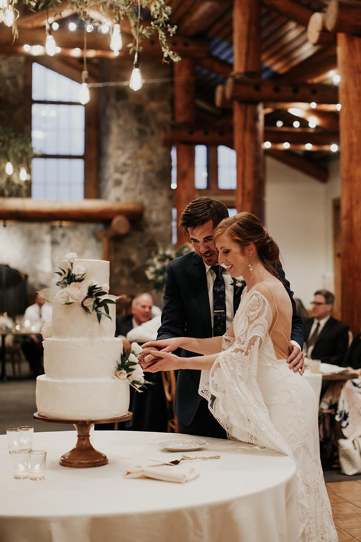 Keystone Wedding Planner - Timber Ridge Wedding - Cake Cutting