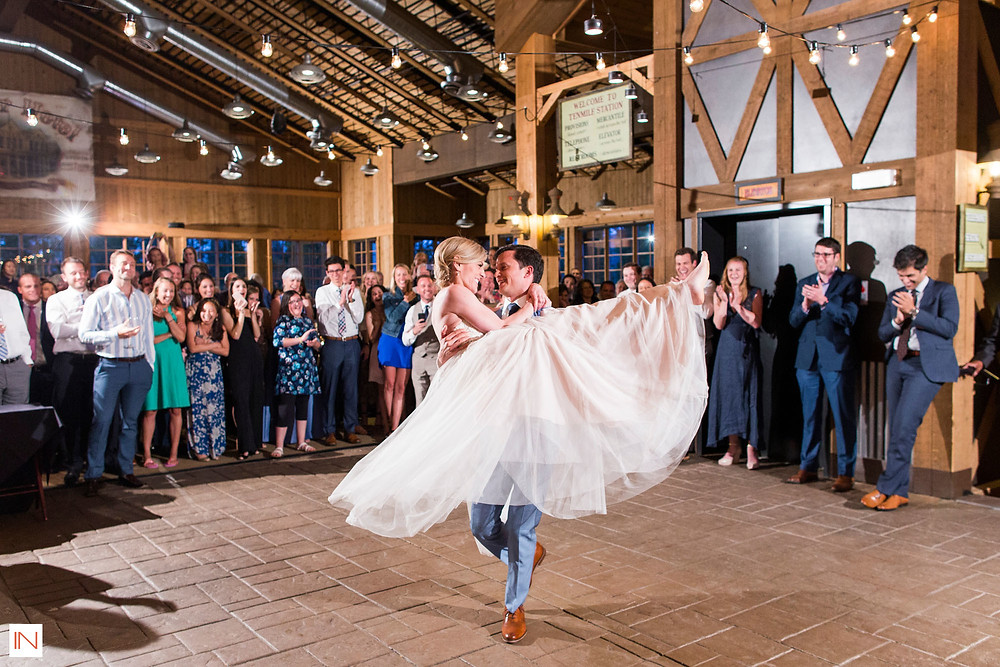 Breckenridge Wedding Planner - Ten Mile Station - First Dance