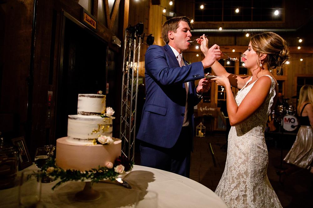 Breckenridge Wedding Planner - Cake cutting