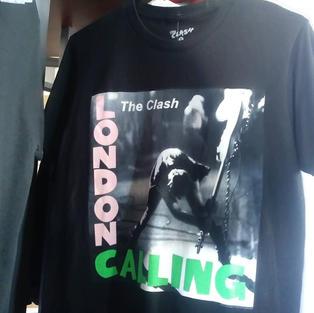 Rotating T-shirt selection