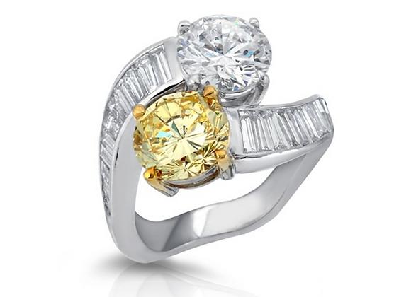18K DIAMOND RING WITH YELLOW DIAMOND