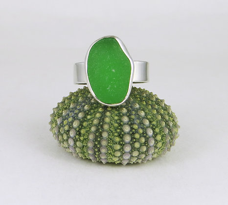 674. Bright Green Sea Glass Ring
