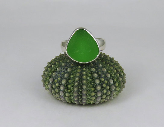 643. Bright Green Sea Glass Ring