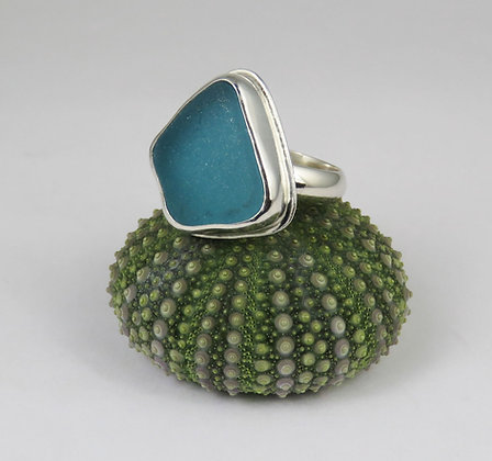 626. Bright Teal / Aqua Sea Glass Ring