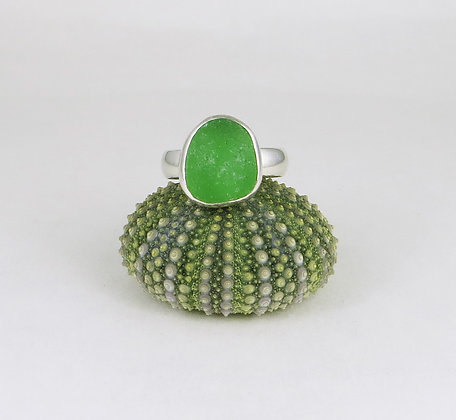 668. Bright Green Sea Glass Ring