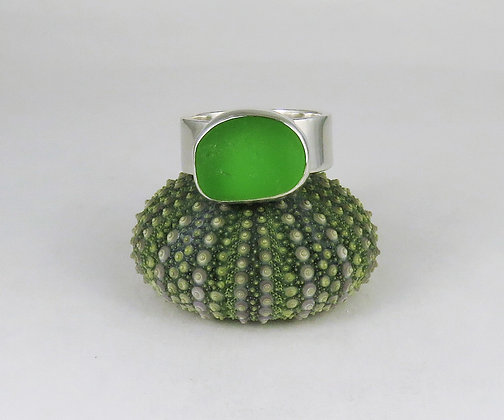 611. Bright Green Sea Glass Ring