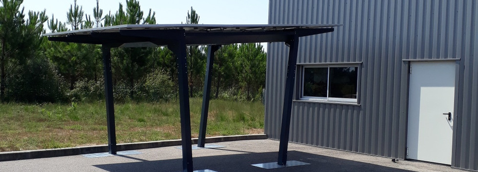 Abri solaire avec 10 modules