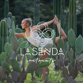 Chica-yoga-500x500_logo_la_senda_retreat