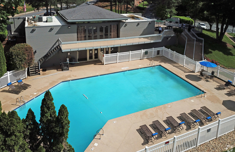 new-salem-village-winston-salem-nc-pool.