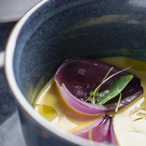 Massaman Curry soup: Zuppa al curry del Madagascar con latte di cocco e verdure di stagione