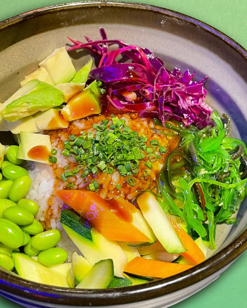 VEGGIE POKE | Riso, edamame, alga wakame, cavolo rosso, verdure croccanti