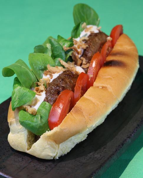 FAKE PATTY | Sandwich di pane dolce, veggie burger, tzatziky, datterini e misticanza