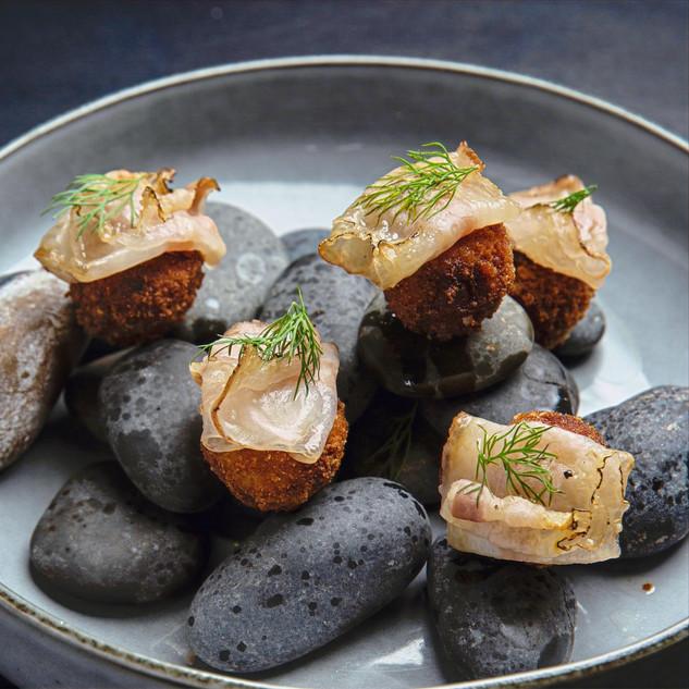 Rolling stones: polpette croccanti ripiene di porcini e patate, lardo di colonnata