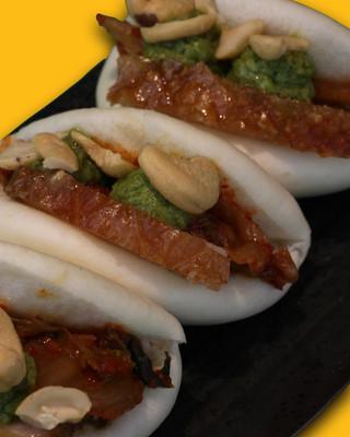 BAO PANCIA | Pancia di cinta senese croccante, kimchi, anacardi e chimichurri