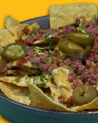 RUDE NACHOS | Tortillas conditi con guacamole, minced meat, cheddar, jalapeno,mexican sauce
