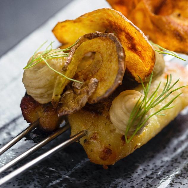 Baccalà marinato in miso allo yuzu, humus di ceci e patate