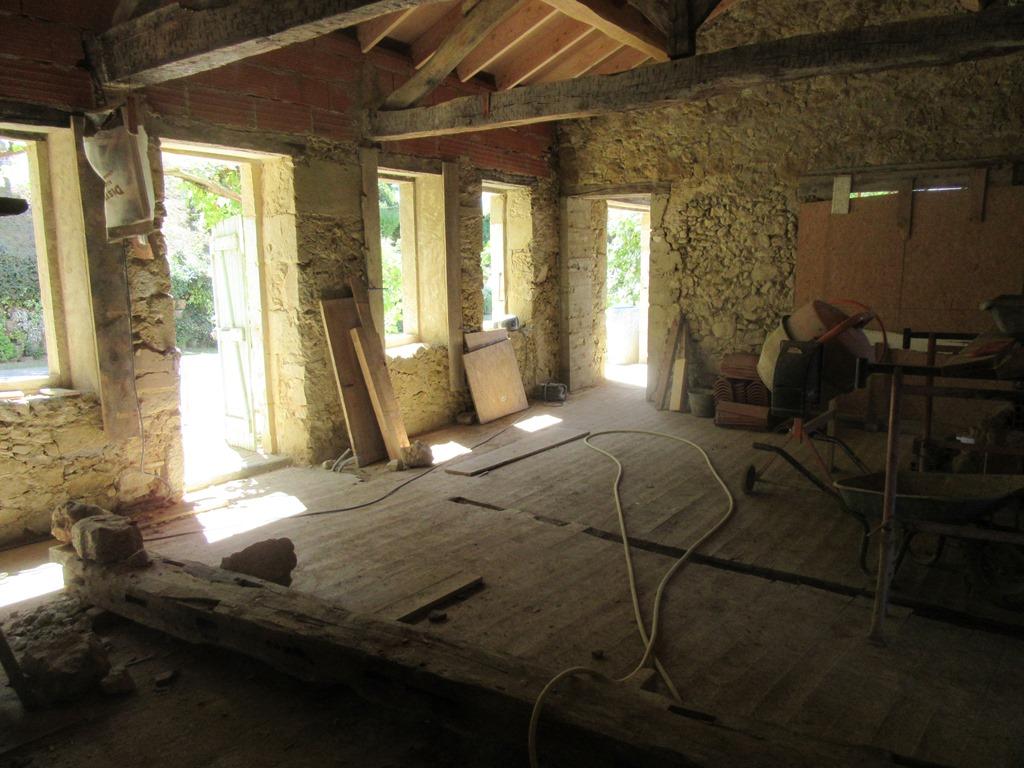 salon avec nouveau toit