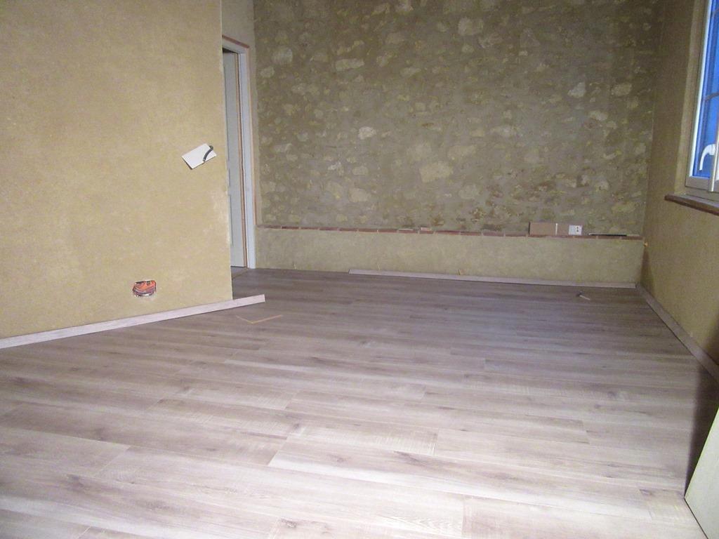 parquet terminé dans la chambre