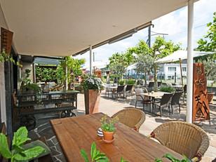 Geniessen Sie unsere Sommergerichte auf der Terrasse