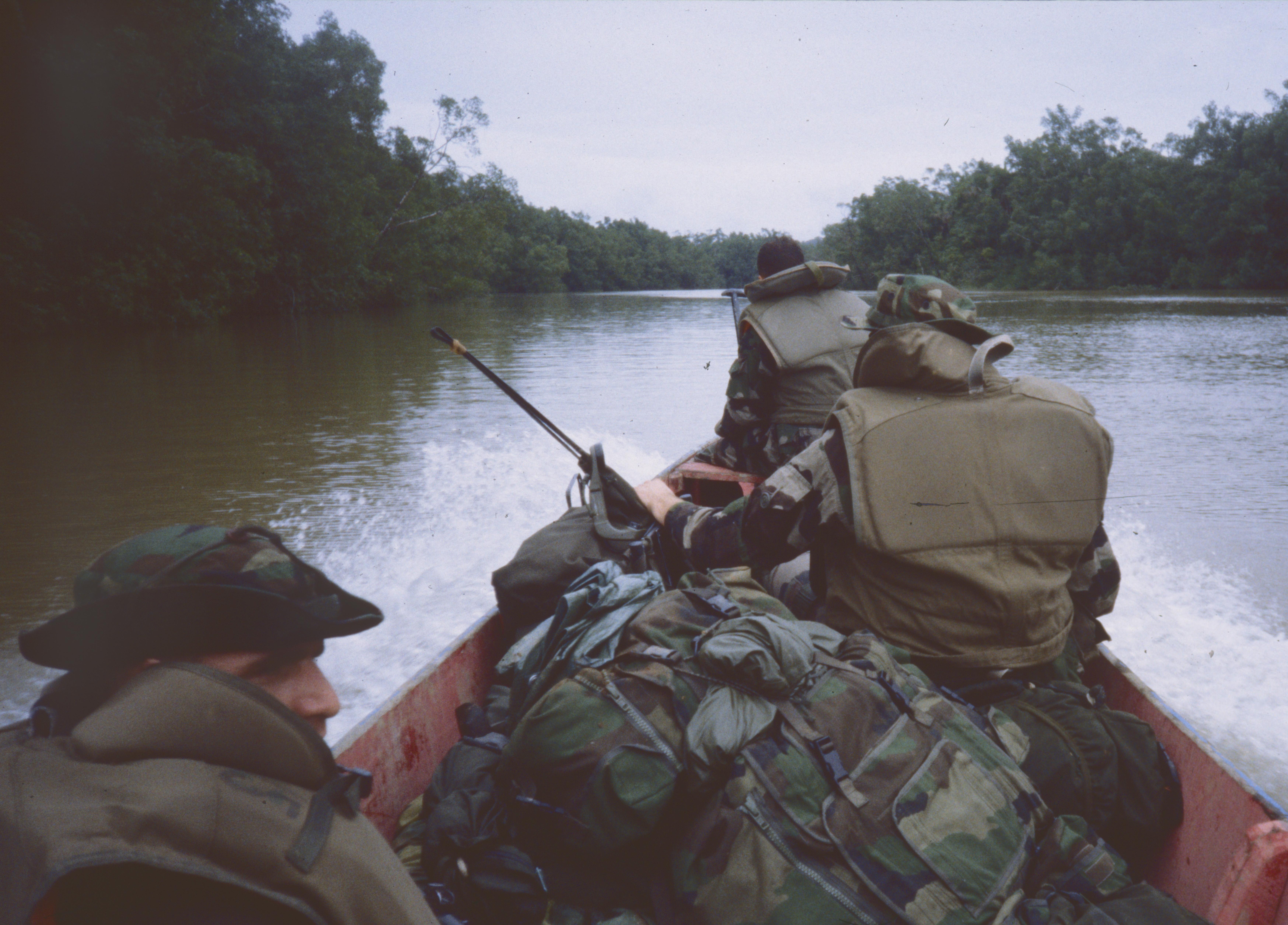 Sur le fleuve Maroni Guyane
