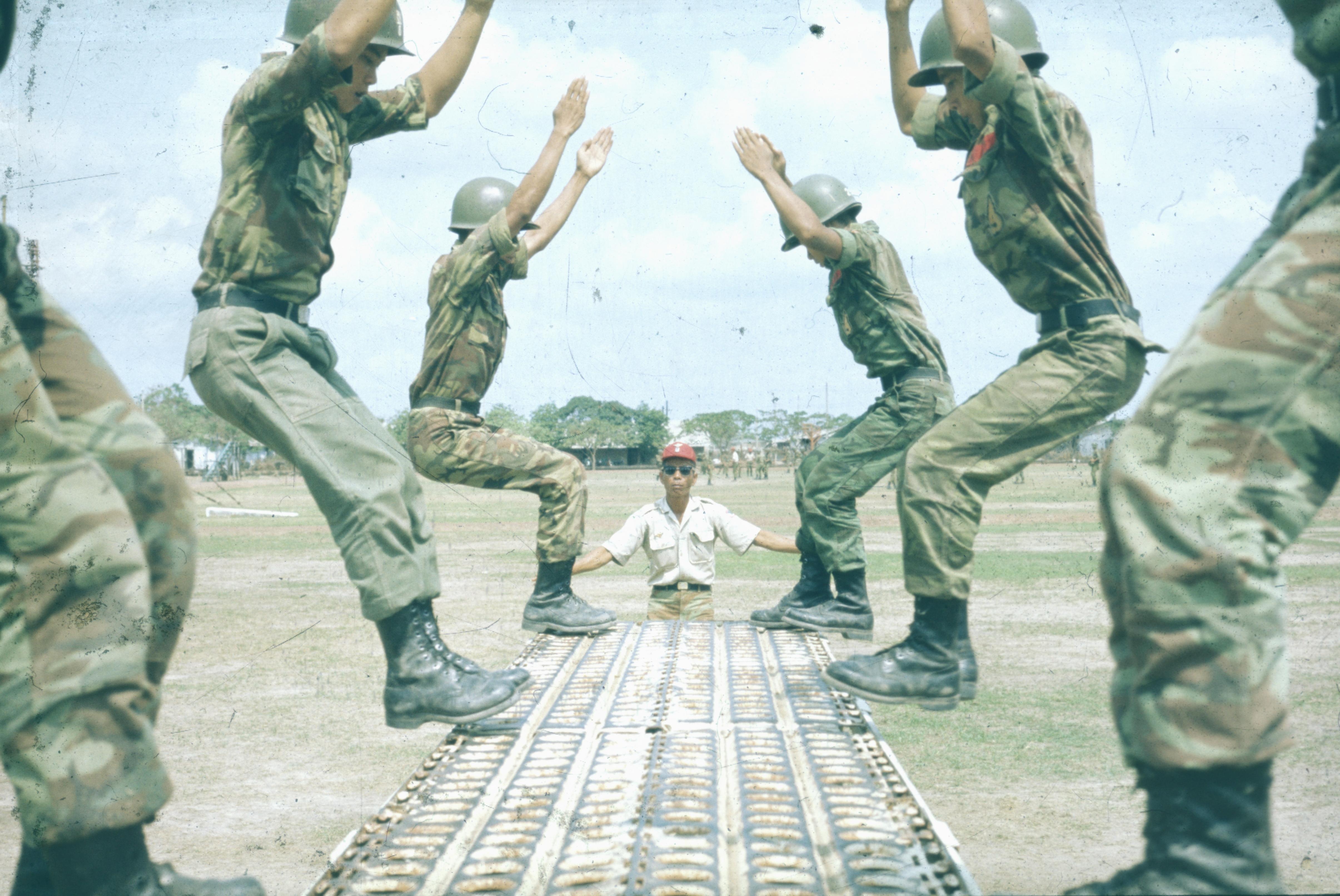 Vietnam 1972 Jeunes parachutistes