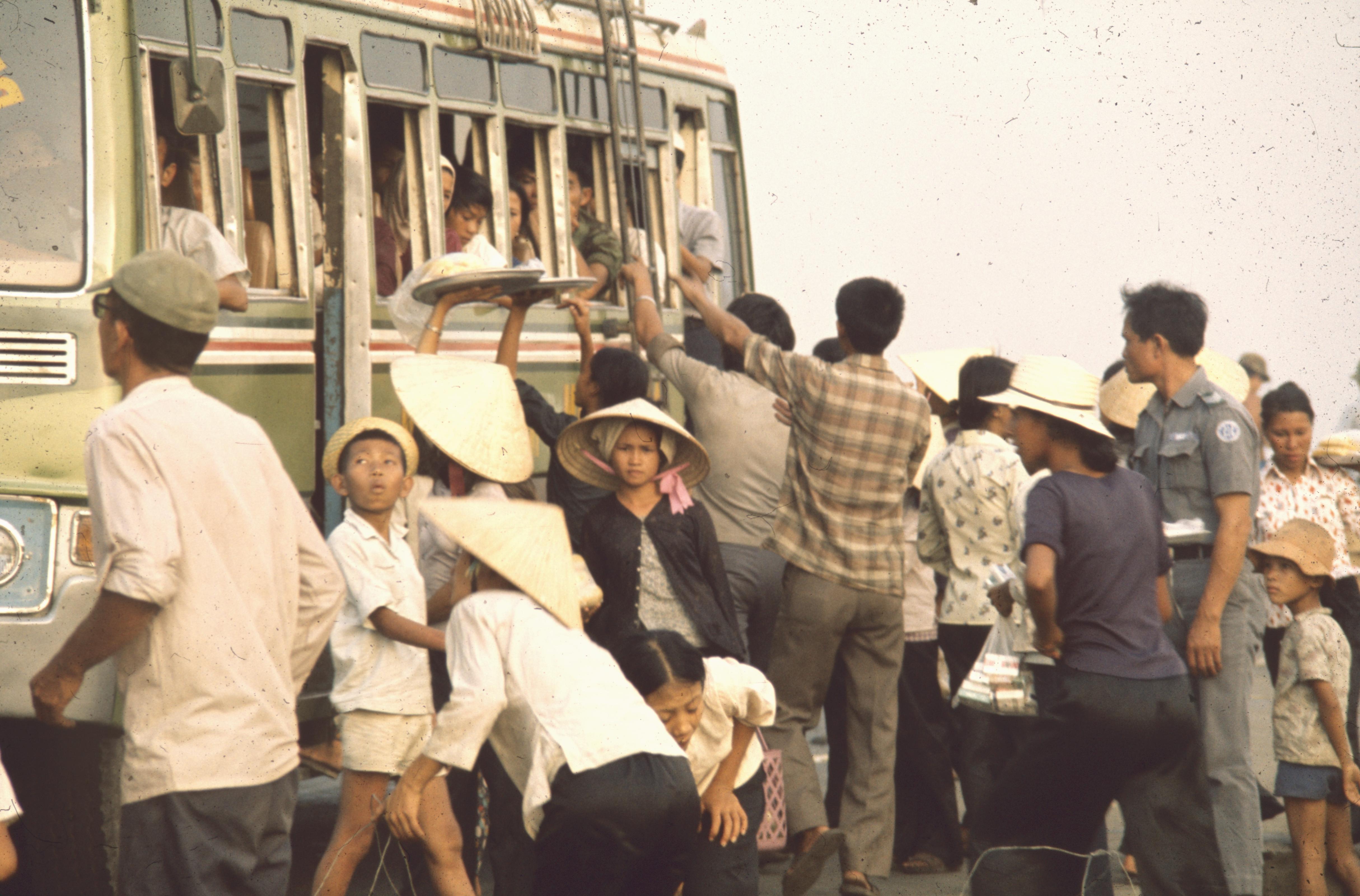 La fuite des civils vers Saigon