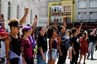 """Vozes de Curitiba: A """"poemisação"""" da resistência"""