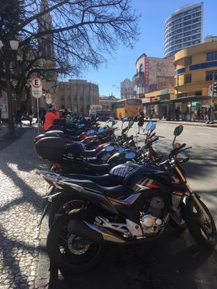Acidentes fatais com motociclistas em Curitiba diminuem 11% a cada ano desde 2009