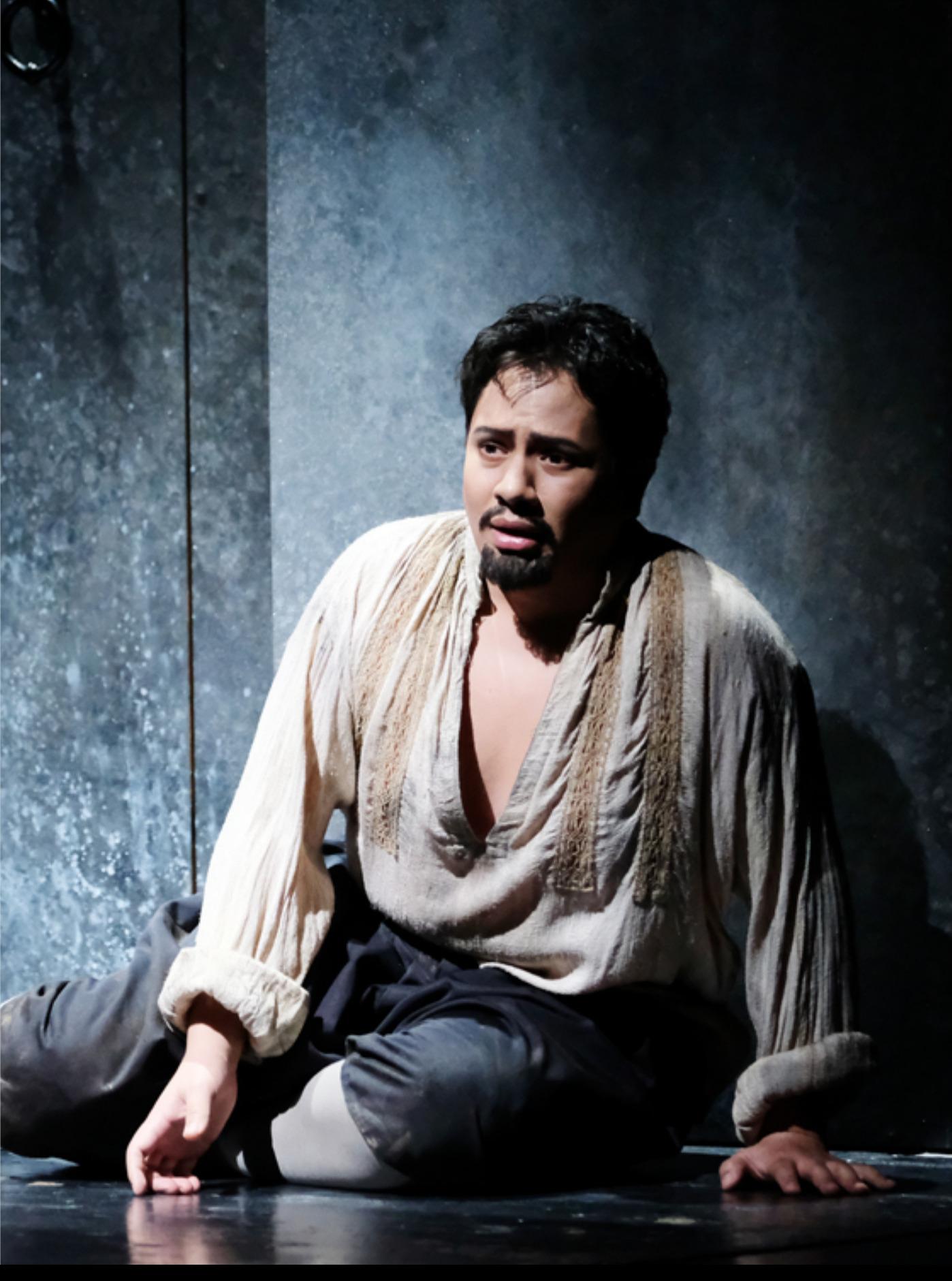 """As """"Roberto"""" in Donizetti's """"Roberto Dev"""