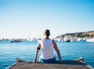 fit-man-relaxing-on-pier-P5RKD4F.jpg