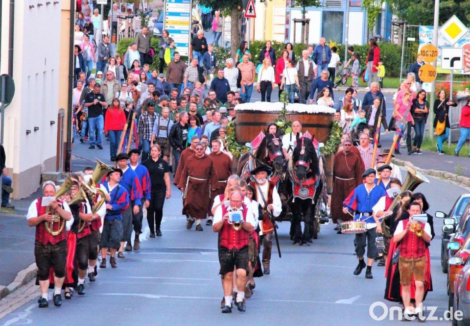 Festzug zum Wiesenfest in Kemnath
