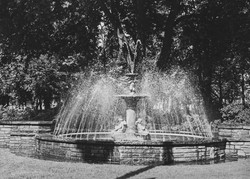 012_9a Fountain- Russell Square