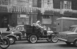 013_9b 1906 De Dion Car- Russell Square.