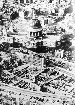 040_27a St. Pauls from Air & Bombing