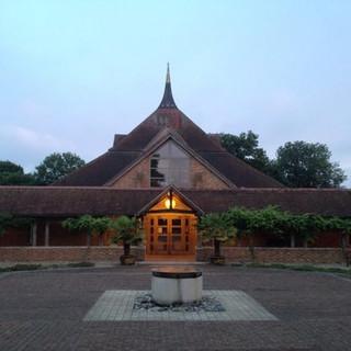 Amaravati_Monastery_Temple.jpg