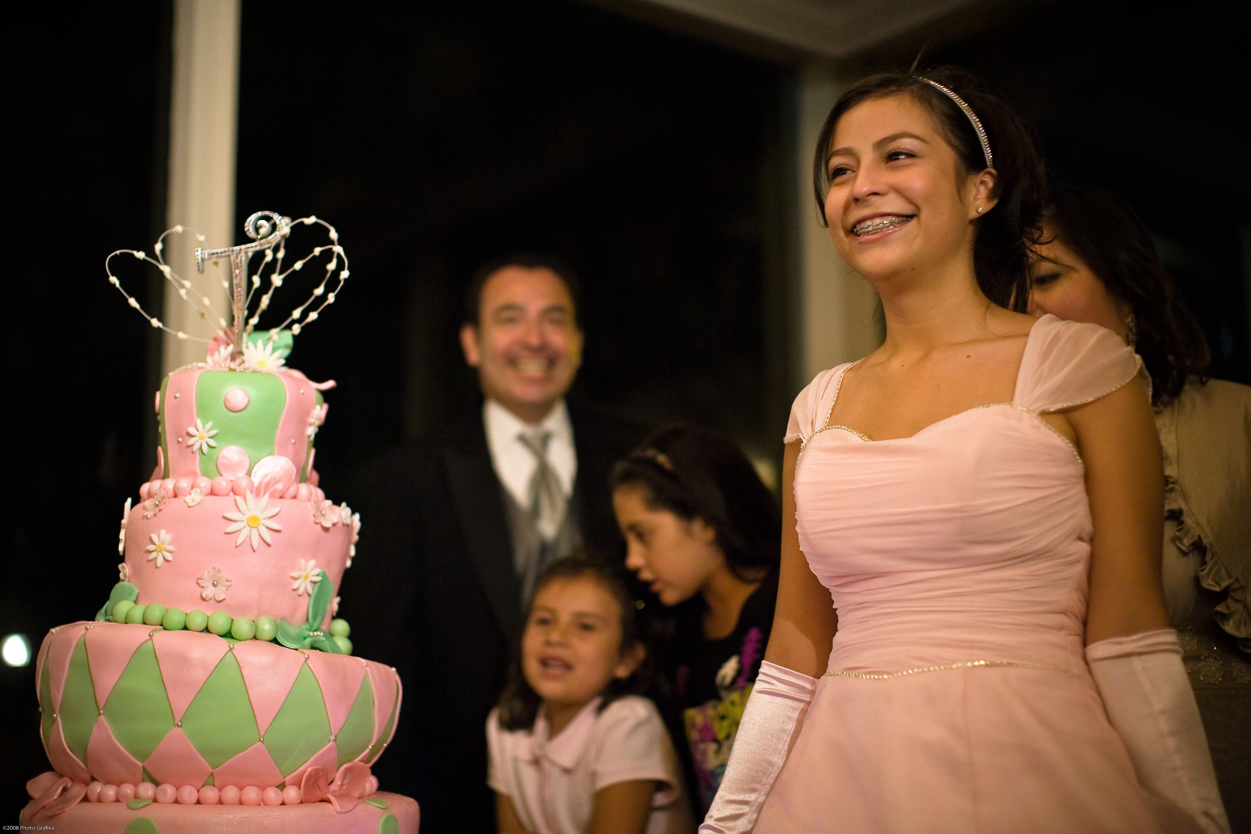 Quiñceanera_cake